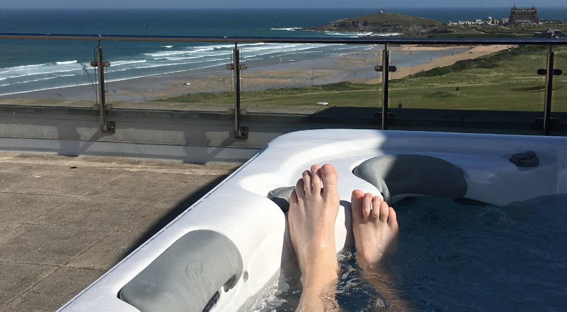 Pentire hot tub & terrace